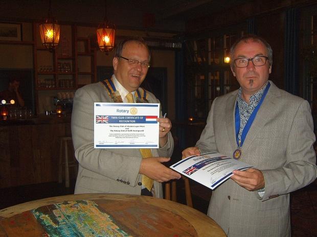 Presidents exchange Twinning Certificates